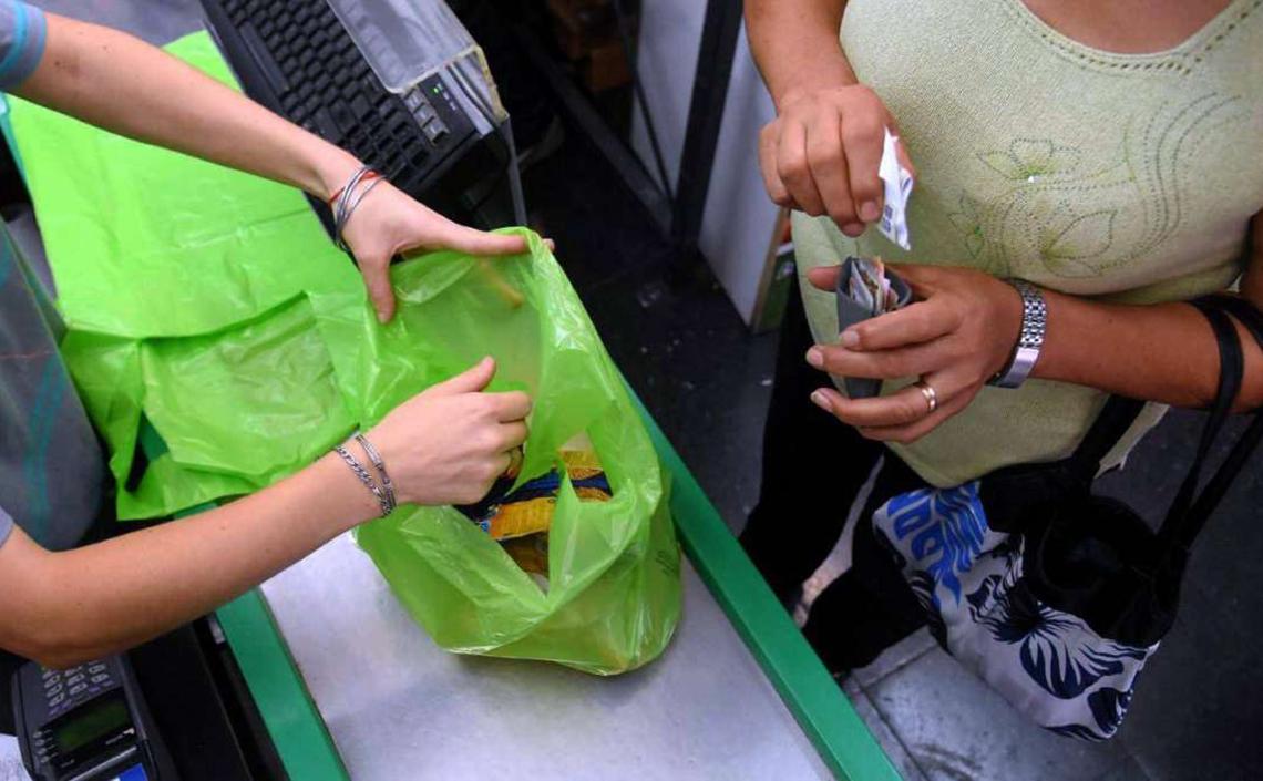 Ley que prohíbe el uso de bolsas de polietileno